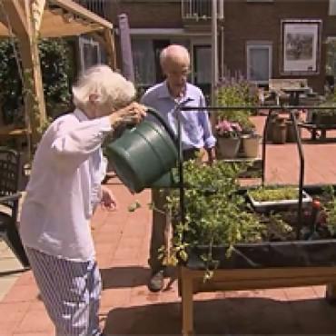 Groene buitenruimte stimulans voor bewoners woonzorgcentrum