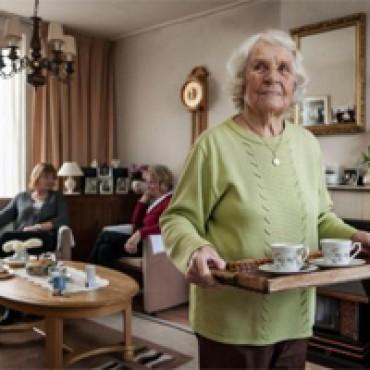 Professionele en vrijwillige ouderenadviseurs werken samen