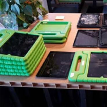 Inzameling en verspreiding van tablets/laptops, en training voor beeldbellen