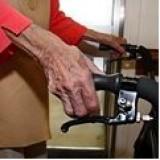 Artsen moeten dementiepatienten thuis zien