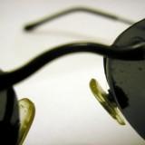 'Zoek met bekraste zonnebril op naar de beste zitplaats'