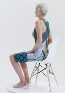 Aura-ak met exoskelet voor bewegingsondersteuning