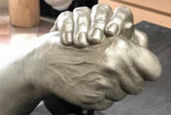 Handen in gipsporselein