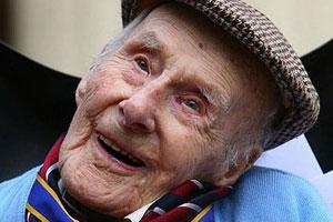 lachende oudere man