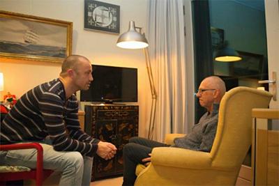 Vrijwilliger houdt 's nachts de wacht bij iemand met dementie